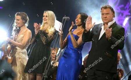 Stock Image of Finale - Jennifer Pike, Casi, Josie D'Arby and Bryn Terfel leading the community singing