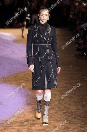 Gemma Ward on catwalk