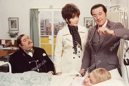Patrick Newell, Linda Thorson, Patrick Macnee and Sally Nesbitt