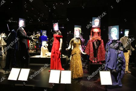 Leonardo DiCaprio, Julia Roberts, Barbra Streisand, Rosalind Russell, Kate Winslett Costumes
