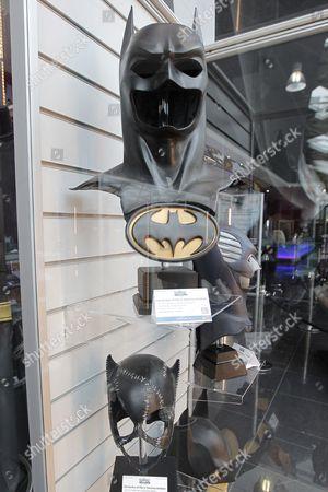 Batman's (Val Kilmer) Batsuit Cowl & Hero Chest Emblem £4,000 - £6,000