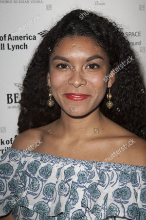 Thalissa Teixeira (Chorus)