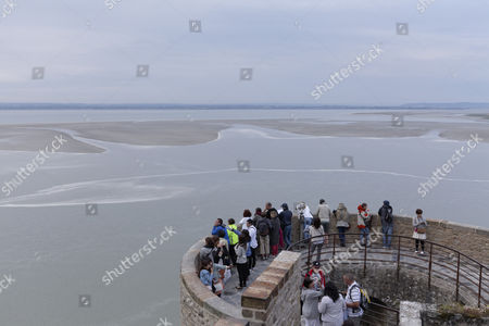 Tourists watching the Wadden Sea at evening tide, view from the Mont Saint-Michel, Le Mont Saint-Michel, Departément Manche, Lower Normandy, France