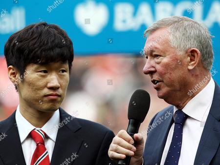 Sir Alex Ferguson of Manchester United and speaks with club ambassador Ji-Sung Park