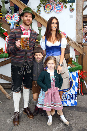 Xabi Alonso, wife Nagore Aranburu, son Jontxu and daughter Ane