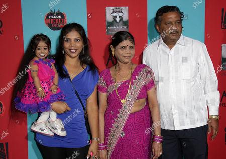 Jyoti Amge and guests