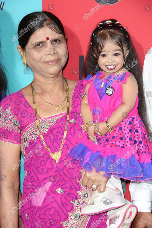 Jyoti Amge with mother