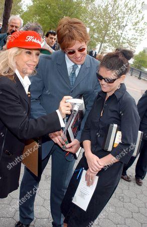Stock Photo of NANCY SINATRA WITH DAUGHTER A J LAMBERT AND HER HUSBAND MATT LAMBERT