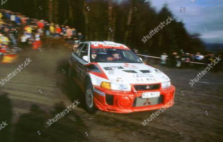 Richard Burns cornering on Network Q rally 1998 in Mitsubishi Lancer evo