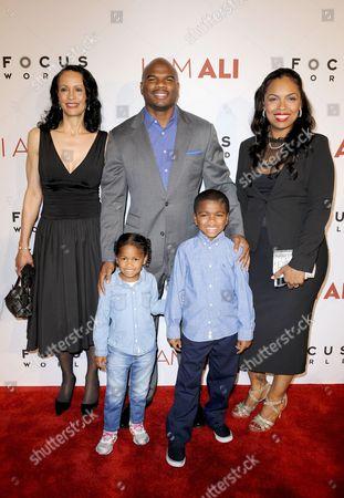 Curtis Conway, son Curtis Muhammad Conway, daughter Sydney Conway, Hana Ali and Veronica Porsche Ali
