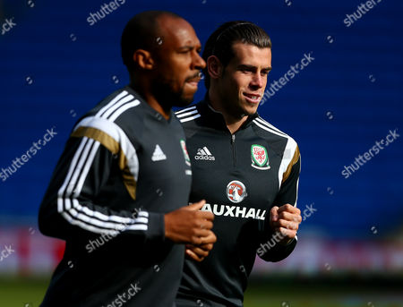 Danny Gabbidon and Gareth Bale of Wales during training
