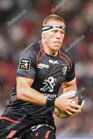 Toulouse's player Imanol Harinordoquy in action