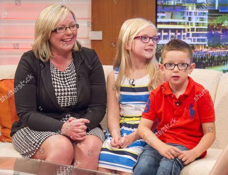 Robbie Jones with mum Jill and Sister Abbie