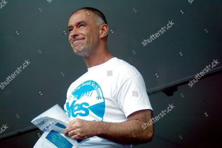 Tommy Sheridan - teras after his daughter's speech
