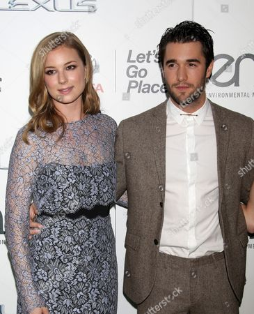 Emily VanCamp with Joshua Bowman