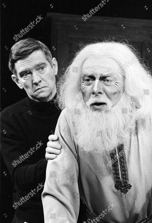 Tom Courtenay as Norman, Freddie Jones as Sir