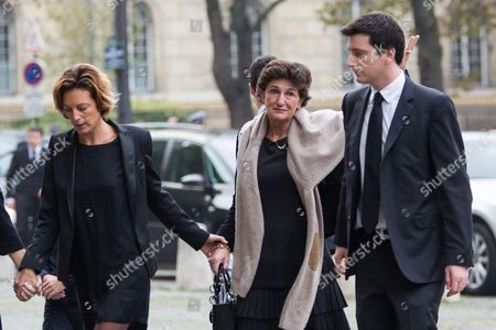 Bernadette Prud'hommes (C), the widow of Total's CEO Christophe de Margerie, arrives with their children Laeticia (2L) and Fabrice (R).