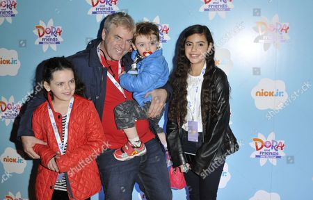 Donal MacIntyre and children