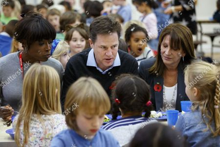 Nick Clegg and Lynne Featherstone sit with school children over lunch
