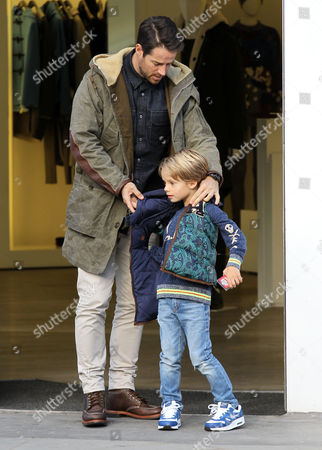 Stock Image of Jamie Redknapp and son Beau Redknapp shopping in Notting Hill