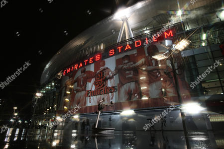 The statue of Dennis Bergkamp at Arsenal ground