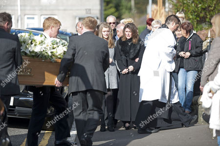 Julie Paton watches the coffin of her late husband Alvin Stardust arrive for his funeral