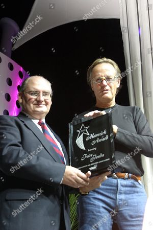 TOM WARREN PRESENTING PETER FONDA WITH THE MAVERICK AWARD