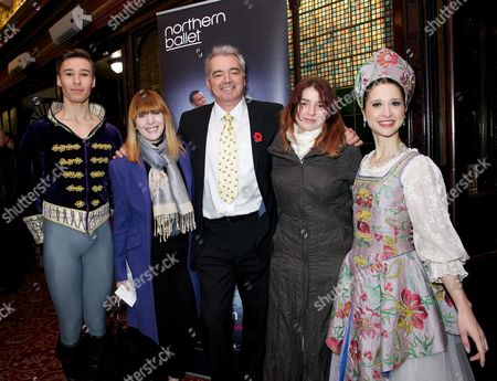 Stock Photo of Yvette Fielding with husband Karl Beattie and daughter Mary Beattie