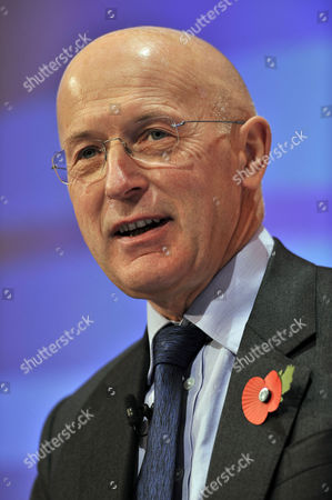 Sir Philip Hampton Chairman Rbs Group At Conference. - Cbi (confederation Of British Industries)conference At The Hilton Metropole Hotel London. -.