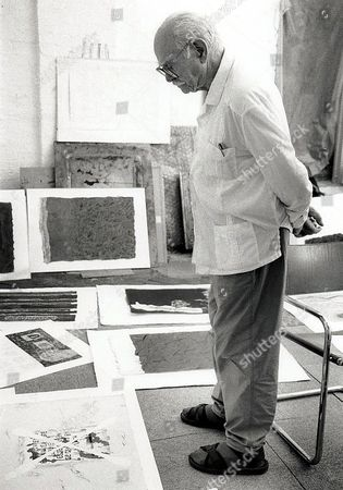 Editorial photo of TERRY FROST LOOKING AT THE WORK OF PETER GRIFFIN - 1997