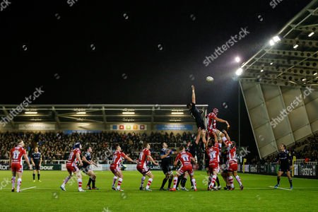 Newcastle Lock Calum Green wins a lineout from Gloucester Lock Tom Palmer