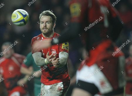 Seb Jewell of London Welsh passes the ball