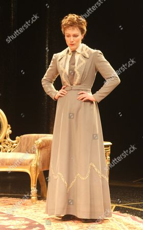 Laura Rogers as Lady Chiltern