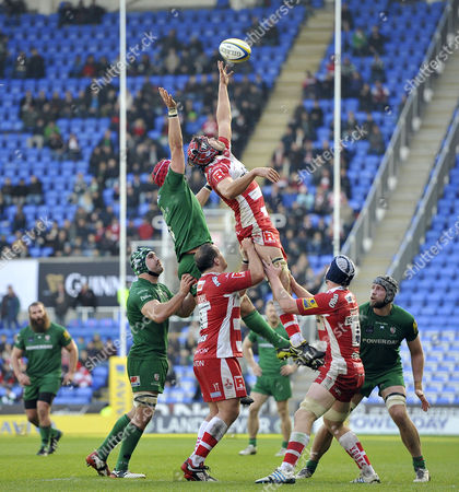 Tom Palmer of Gloucester Rugby rises high to win lineout ball