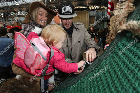 Jay James, Victoria Picton and their daughter helped PlayStation® decorate the world's biggest handcrafted Christmas tree to celebrate the release of LittleBigPlanet™3, out now on PlayStation®4 and PlayStation®3