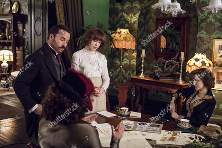 Jeremy Piven as Harry Selfridge, Frances O'Connor as Rose Selfridge and Katherine Kelly as Lady Mae.
