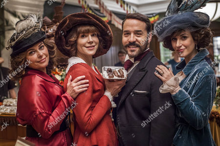 Jeremy Piven as Harry Selfridge, Polly Walker as Delphine Day, Frances O'Connor as Rose and Katherine Kelly as Lady Mae.