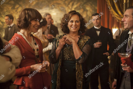 Frances O'Connor as Rose Selfridge and Polly Walker as Delphine Day.