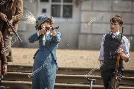 Frances O'Connor as Rose and Greg Austin as Gordon.