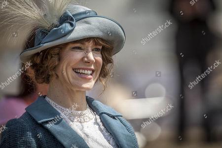 Frances O'Connor as Rose.