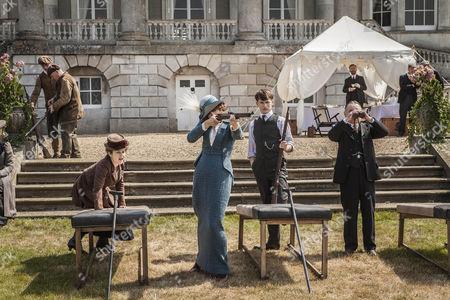Frances O'Connor as Roe Selfridge, Greg Austin as Gordon and Ron Cook as Mr Crabb.