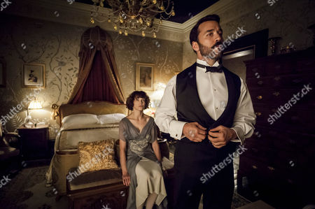 Jeremy Piven as Harry and Frances O'Connor as Rose Selfridge.