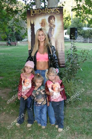 Shauna Sands with daughters Isabella, Alexandra and Victoria