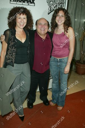 Rhea Pearlman, Danny DeVito and daughter