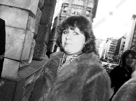 LYNNE KERR, NOW AGE 39, SEEN HERE AT THE OLD BAILEY IN 1986 WHEN SHE SUPPORTED HER FIANCE AT THE TIME, TONY BROMWICH, THE HOLLOWAY STRANGLER, WHO WAS ON TRIAL FOR ATTACKS ON SEVERAL WOMEN. KERR HAS SPOKEN OUT TODAY AT HER SHOCK OF THE NEWS THAT THE MAN, TONY KING ARRESTED IN SPAIN FOR STRANGLING TWO SPAINISH WOMEN, COULD BE HER FORMER FIANCE
