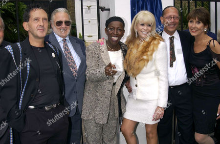LISA VOICE WITH (L-R) FRANK ALLEN, P J PROBY, MADELEINE BELL, PETER STRAKER AND ANITA HARRIS