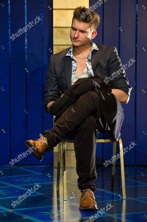 Tom Weston-Jones (Bassanio).