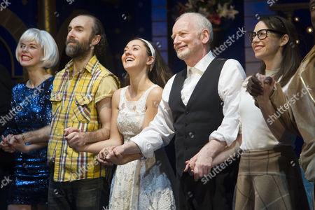 Stock Image of Rebecca Brewer (Stephanie), Tim Steed (Solanio), Susannah Fielding (Portia), Ian McDiarmid (Shylock) and Caroline Martin (Jessica)
