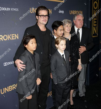 Brad Pitt with children Pax Jolie-Pitt, Shiloh Jolie-Pitt, Maddox Jolie-Pitt, and parents Jane Pitt and Bill Pitt