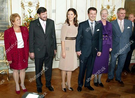 Professor John Donaldson with his wife Susan Moody (L), Mary Donaldson, Crown Prince Frederik, Queen Margrethe and Prince Henrik